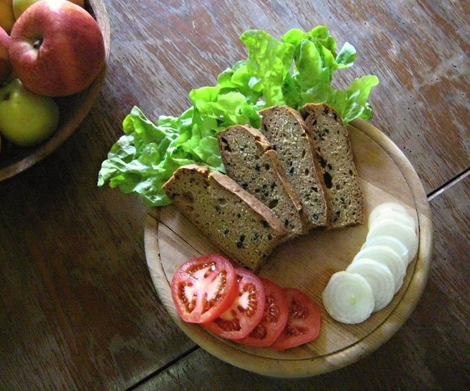 Tmavý kořeněný žitný chléb s dýňovými a slunečnicovými semínky