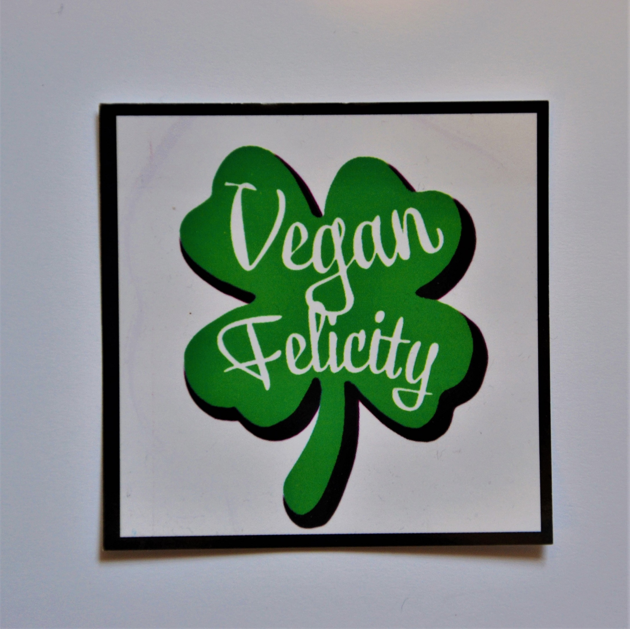 vegan samolepka ctyrlistek veganobchod vegan obchod vegan felicity vegan felicity